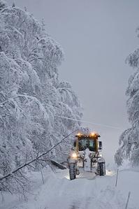 En väghyvel som plöjer snö...